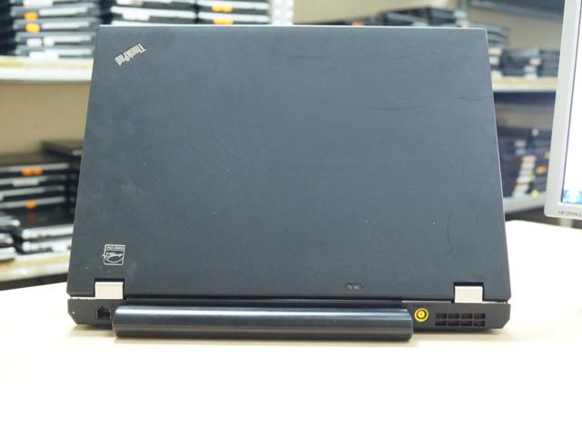 Изглед отзад на Lenovo ThinkPad T410